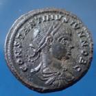Photo numismatique  Monnaies Empire Romain Constantinus II, Constantin II, Constantine II Follis ou Nummus CONSTANTINUS II Caesar, CONSTANTIN II César nummus Arels (Arelate) en 322-323, Caesarum Nostrorum, 19mm, 4,67 grms, RIC.256 TTB+/SUP+