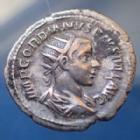 Photo numismatique  Monnaies Empire Romain Gordianus, Gordien Antoninien, Antoninian, Antoninianus GORDIANUS III, GORDIEN III Antoninianus Rome en 239-240, AEQUITAS AUG, 23mm, 4,53 grms, RIC.63 Concrétions sinon TTB