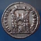 Photo numismatique  Monnaies Empire Romain Diocletianus, Diocletien, Diocletian Argenteus, argentei DIOCLETIANUS, DIOCLETIEN, DIOCLETIAN, argenteus Trèves (Trier, Treveri) en 294, VICTORIA SAMAT, 18mm, 2,76 grms, RIC.100 félure sinon SPL patine noire