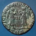Photo numismatique  Monnaies Empire Romain Constantius II, Constance II Nummus, Kleine bronze, nummi CONSTANTIUS II, CONSTANCE II, nummus Trèves en 347-348, Victoriae dd augg nn, 15mm, 2,13 grms, RIC.182 Var. TTB+