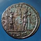Photo numismatique  Monnaies Empire Romain Constantinus I, Constantin I, Constantine I Nummus CONSTANTINUS I Magnus, CONSTANTIN Ie le Grand, nummus Trèves (Trier, Treveri) en 332-333, Gloria Exercitus, 17,5mm, 2,61g, TIC.537 TTB+/TTB