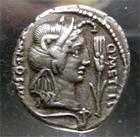 Photo numismatique  Monnaies R�publique Romaine 47 av Jc Denier, denar, denario, denarius Q.CAECILIUS METELLUS PIUS SCIPIO, denier frapp� en Afrique du nord en 47.46 avant JC.RRC 461/1 TTB � SUPERBE monnaie de tr�s beau style!!!!!