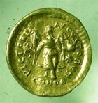 Photo numismatique  Monnaies Empire Romain THEODOSE II, THEODOSIUS II, THEODOSIO II Tremissis THEODOSIUS II, THEODOSE II, trémissis frappé Constantinople, 1.40 grammes, RIC.213 variante TTB