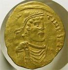 Photo numismatique  Monnaies Monnaies Byzantines 7ème siècle Tremissis CONSTANTINUS IV, CONSTANTIN IV, Pogonatus, 668.695 après JC, tremissis, Constantinople, 1.44 grammes, MID.16c, legers graffitis, TB à TTB