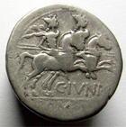 Photo numismatique  Monnaies R�publique Romaine 149 av Jc Denier, denar, denario, denarius C.JUNIUS, Denier frapp� en 149 avantJ�sus Christ, buste casqu� de Rome, les Dioscures � droite, 3.41 grms, RSC 1 TB+
