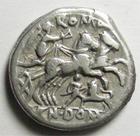 Photo numismatique  Monnaies R�publique Romaine 128 av Jc Denier, denar, denario, denarius CN DOMITIUS AHENOBARBUS, Denier 128 avant Jc, t�te casqu�e de Rome, bige, dessous un homme attaquant un lion, 3.74 Grms, RSC.Domitia 14  TTB