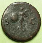 Photo numismatique  Monnaies Empire Romain NERON, NERO As, asse,  NERO, NERON, As frappé à Rome en 65, Victoire à gauche tenant un globe sur lequel est inscrit SPQR, 9.10 Grms, C.288 Variante TB+