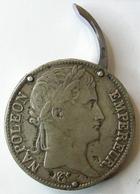 Photo numismatique  Monnaies Curiosités Numismatique Objets numismatique boite à pilule, boite à tabac à priser Boite à pilule ou à tabac à priser, avec une pièce de 5 francs Napoleon Ier 1812 T Nantes,