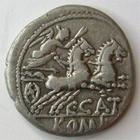 Photo numismatique  Monnaies R�publique Romaine Porcia 123 avant Jc Denier, denar, denario, denarius C.CATO, Denier 123 avant Jc, t�te casqu�e de Rome, bige conduit par une victoire, 3.74 grammes, RSC.Porcia 1 TTB