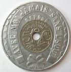 Photo numismatique  Monnaies Jetons Exposition coloniale Jeton, Médaille souvenir avec monnaie EXPOSITION COLONIALE DE PARIS 1931, Médaille/Jeton souvenir avec une 5 centimes Lindauer (1930) enchassée, 35 mm, TTB+ R!