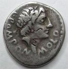 Photo numismatique  Monnaies République Romaine Pomponia 97 av Jc Denier, denar, denario, denarius L.POMPONIUS MOLO, Denier 97 avant Jc, Numa Pompolius devant un autel, 3.56 grammes, RSC.Pomponia 6 TB+