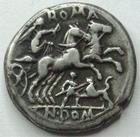 Photo numismatique  Monnaies R�publique Romaine Domitia 128 av Jc Denier, denar, denario, denarius CN.DOMITIUS Lf.AHENOBARBUS, Denier 128 avant Jc, bige, dessous un homme attaquant un lion, 3.82 Grms, RSC.Domitia 14 TTB