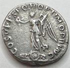 Photo numismatique  Monnaies Empire Romain TRAJAN, TRAJANUS, TRAIAN, TRAIANO Denier, denar, denario, denarius TRAIANUS, TRAJAN, denier Rome en 108, Victoire sur un bouclier Dace, 2.74 grammes, RIC.129 Variante TTB+
