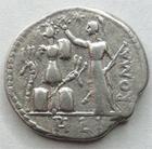 Photo numismatique  Monnaies République Romaine Furia 119 avant Jc Denier, denar, denario, denarius M.FURIUS, Lf.PHILUS, Denier 119 avant Jc, tête de Janus, Trophé, 3.83 grammes, RSC.Furia 18 TTB