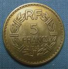 Photo numismatique  Monnaies Monnaies Françaises Gouvernement Provisoire 5 Francs 5 francs type Lavrillier, 1945, bronze-alu, Gadoury 761 a TTB (néttoyé)
