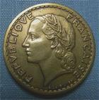 Photo numismatique  Monnaies Monnaies Françaises Gouvernement Provisoire 5 Francs 5 Francs type Lavrillier, 1946 C, bronze-alu, Gadoury 761 a TTB