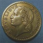 Photo numismatique  Monnaies Monnaies Françaises Gouvernement Provisoire 5 Francs 5 Francs type Lavrillier, 1946, bronze-alu, Gadoury 176a TTB (néttoyé)